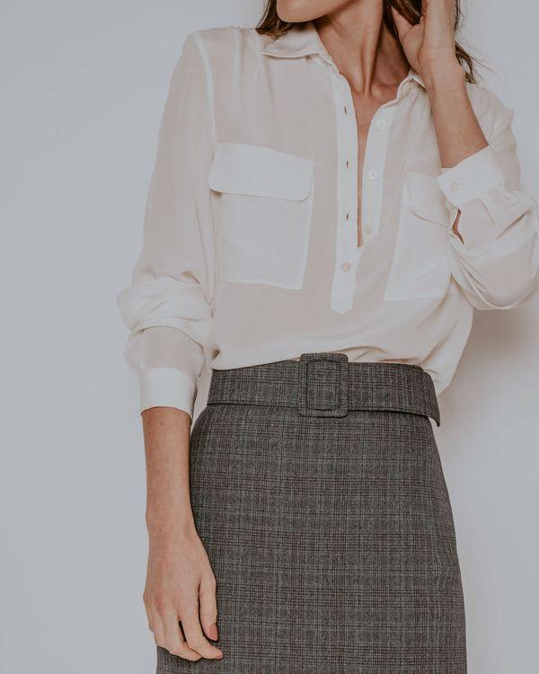 Camisa-Mary-seda-bolsos-branca